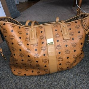 MCM LARGE LIZ SHOPPER TOTE AUTHENTIC LIKE NEW!